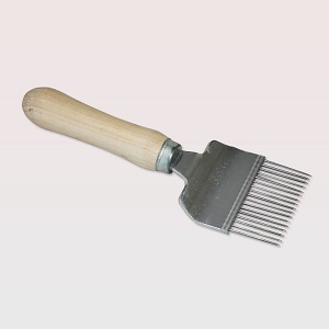 Beekeeping supplies European style honey uncapping fork