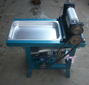 Roller length 250mm Electric beeswax foundation sheet machine